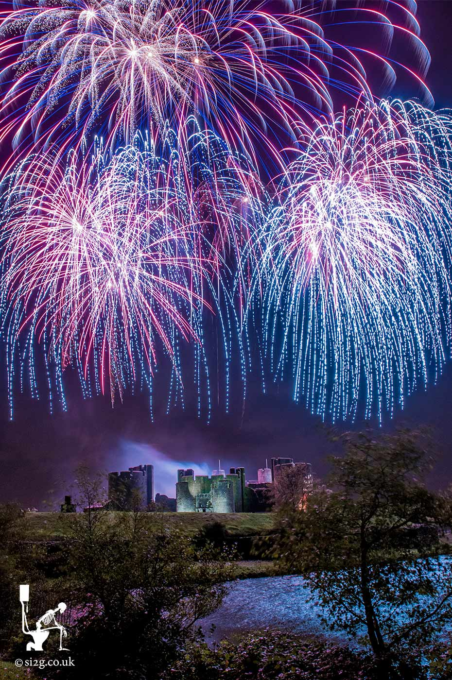 Caerphilly Castle Fireworks Display - Tourism photos of South Wales